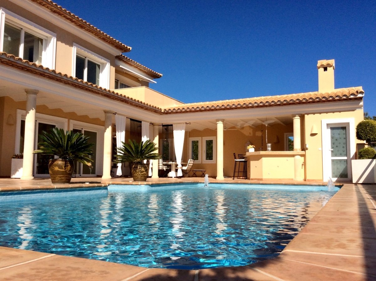 ALTEA - SPECTACULAR VILLA FOR SALE WITH GOLF COURSE ACCESS
